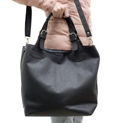 Черна дамска чанта от еко кожа с изчистена визия-