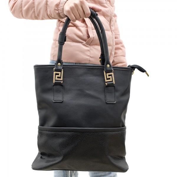 Луксозна дамска чанта от еко кожа и велур подчертана от златни елементи-