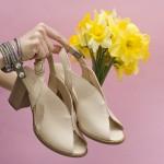 Елегантни дамски сандали от естествена кожа с ефектен дизайн в бежов цвят и широк ток-1635