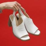 Дамски сандали решени в бял цвят с контрастиращ ток от естествена кожа и каишка с тока-1645