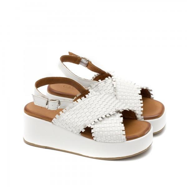 Ежедневни дамски сандали от естествена кожа в бял цвят с очароватенлни плетени каишки-1640