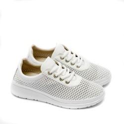 Изчистени дамски леки обувки от естествена кожа с лазерна перфорация и връзки в бял цвят-1547