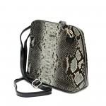 Красива елегантна дамска чанта от еко кожа със черно-бял змийски принт-981