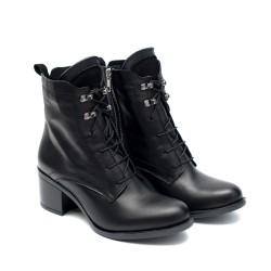 Дамски черни боти от естествена кожа с широк ток-941
