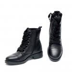 Черни дамски боти от естествена кожа кроко и ефектни връзки-950