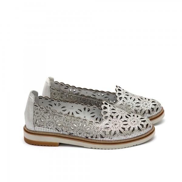 Дамски обувки от естествена кожа сребристи с перфорация - 217