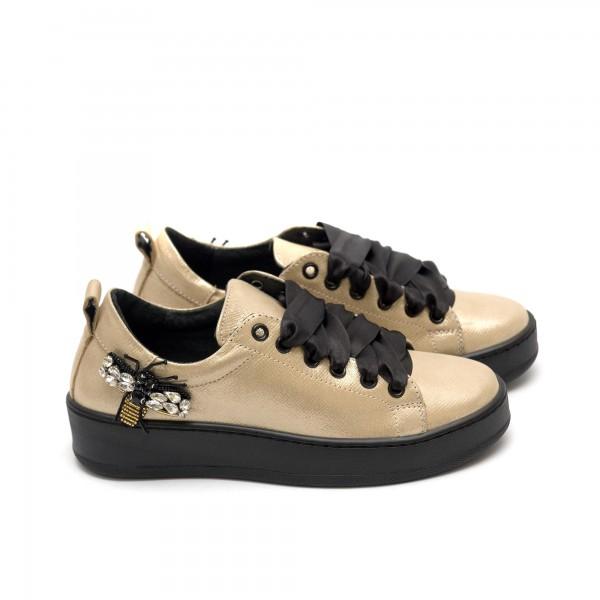 Дамски обувки от естествена кожа в златно с пчела - 222