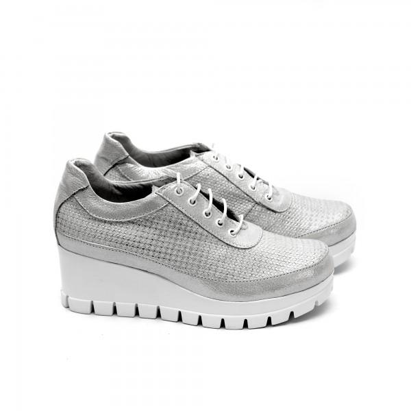 Дамски обувки от естествена кожа сребристи на платформа - 108