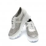 Пролетни обувки дамски от естествена кожа с перфорация сребристи - 373