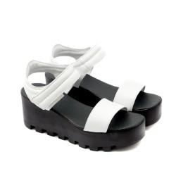 Дамски сандали от естествена кожа в бяло, закопчаващи се с велкро-1125