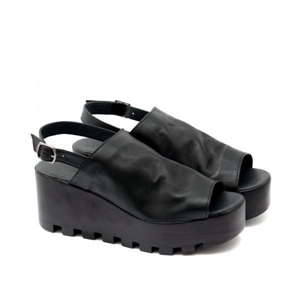 Дамски сандали от естествена кожа в черен цвят с катарама-1127