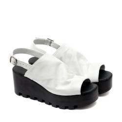 Дамски сандали от естествена кожа в бял цвят с катарама-1130