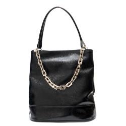 Дамска ефектна чанта от намачкан еко лак в черно с метална верига-1850
