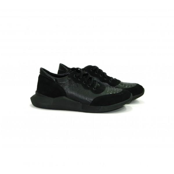 Мъжки  обувки от естествена кожа черни с капси - 137