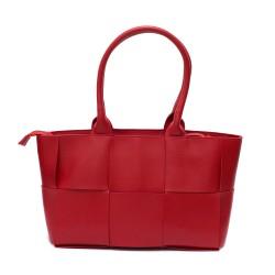 Стилна дамска чанта с ефектен дизайн от червена еко кожа-2301