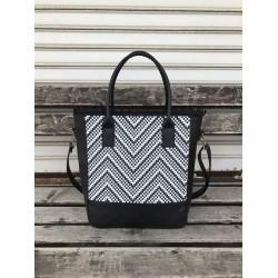 Модерна дамска чанта от еко кожа черна с щампа-1318