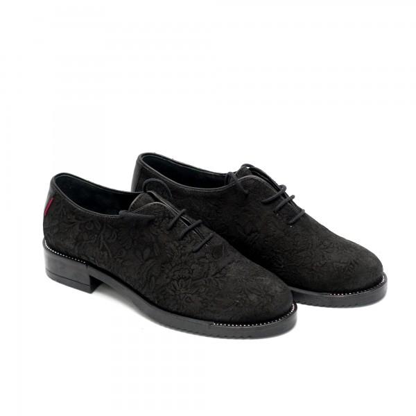 Спортно елегантни дамски обувки от естествен велур с ефектна лазерна обработка-584