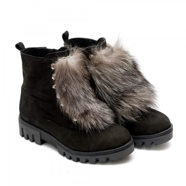 Зимни дамски боти изработени от естествен черен набук и естествен пух-205