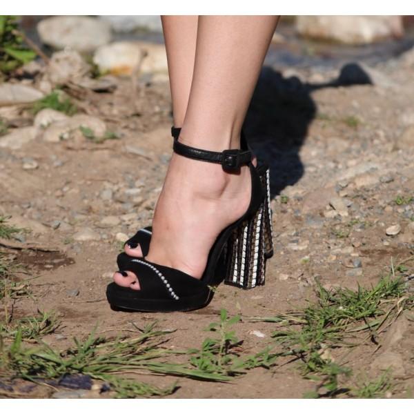 Дамски сандали от естествен велур черни на висок ток с перли-433