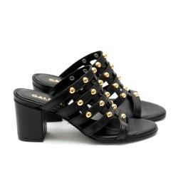 Дамски летни чехли от естествена кожа черни на ток с капси-472