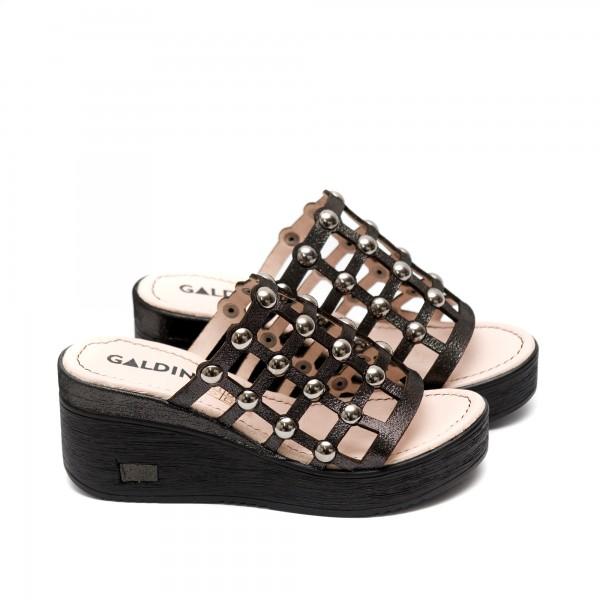 Дамски летни чехли от естествена кожа с капси платина-494