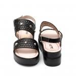 Дамски сандали от естествена кожа черни с капси-492