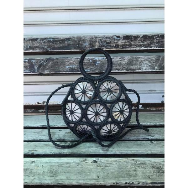 Кръгла дамска плетена чанта в черен цвят и бежова подплата-1696