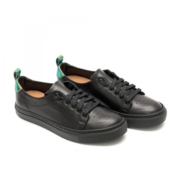 Дамски спортни обувки от естествена кожа черни - 332