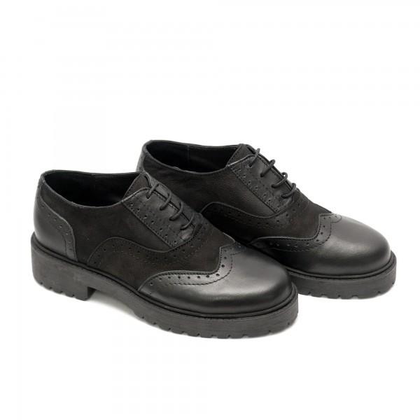 Дамски  спортно елегантни обувки от естествена кожа и набук в черно - 525