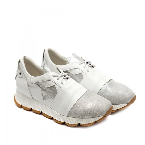Дамски спортни обувки в бяло и сребристо от естествена кожа-729