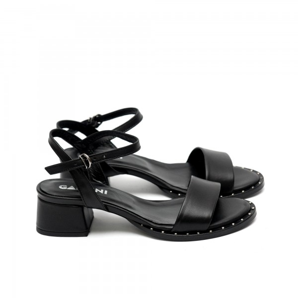Дамски ежедневни сандали на нисък ток в черно от естествена кожа-435