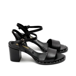 Дамски сандали от естествена кожа в черно с широк ток и капси-438