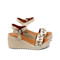 Дамски сандали от естествена кожа златисти с ефектни перли-458