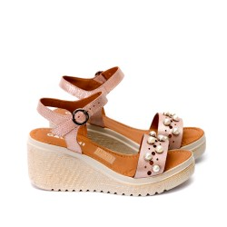 Дамски сандали от естествена кожа пудра с перли-464