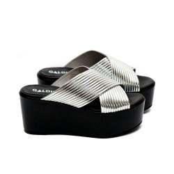 Дамски летни чехли от естествена кожа сребристи на платформа-466
