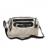 Спортно-елегантно куфарче от плат и елементи от лак с широки ципове-1515