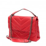 Червена дамска чанта от еко кожа с метална дръжка и модерна визия-1523