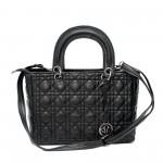 Модерна елегантна дамска чанта от еко кожа в черен цвят с метален аксесоар-369