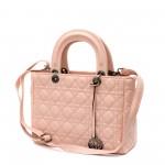 Официална дамска чанта от еко кожа в розов цвят и метален аксесоар и модерни шевове-1-369