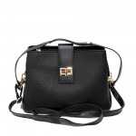 Ежедневна дамска чанта от еко кожа с метални елементи решена в черен цвят-4-971