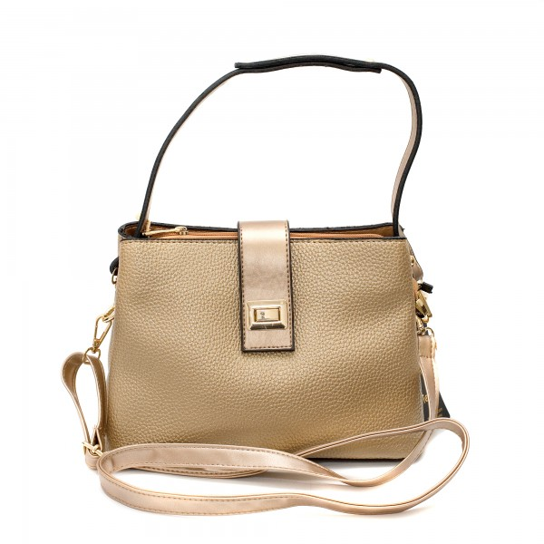 Ефектна златна дамска чанта от еко кожа с метални злани елементи-3-971