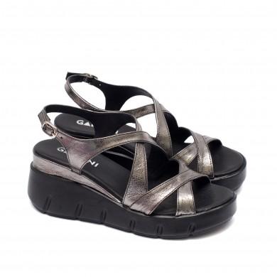Дамски стилни сандали от естествена кожа в цвят платина и модерна платформа-6141