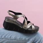 Дамски стилни сандали от естествена кожа в цвят платина и модерна платформа-1673