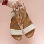 Дамски равни сандали от естествена кожа с каишки в таба цвят и бежово-1665