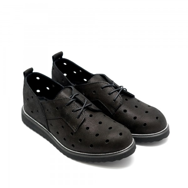 Летни обувки дамски с перфорация в черно-53