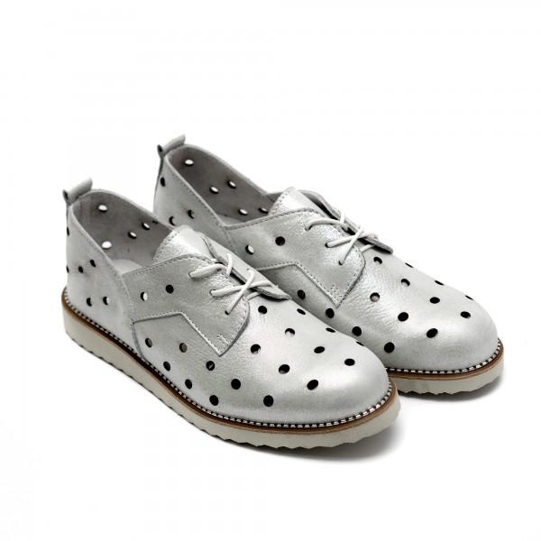 Летни дамски обувки изработени от естествена кожа в сребърен цвят с перфорация и връзки-243