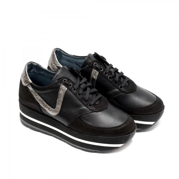 Дамски спортни обувки на платформа от естествена кожа в черно и сребристо-713