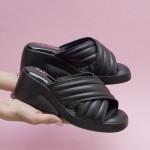 Модерни дамски чехли от естестествена кожа решени в черен цвят и уникално ходило-1619