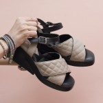 Бежови дамски сандали от естествена кожа решени с модерно за сезона ходило и ефектно закопчаване-1617
