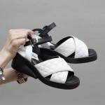 Дамски сандали от естествена кожа в бял цвят и черни елементи с ефектно закопчаване-1616